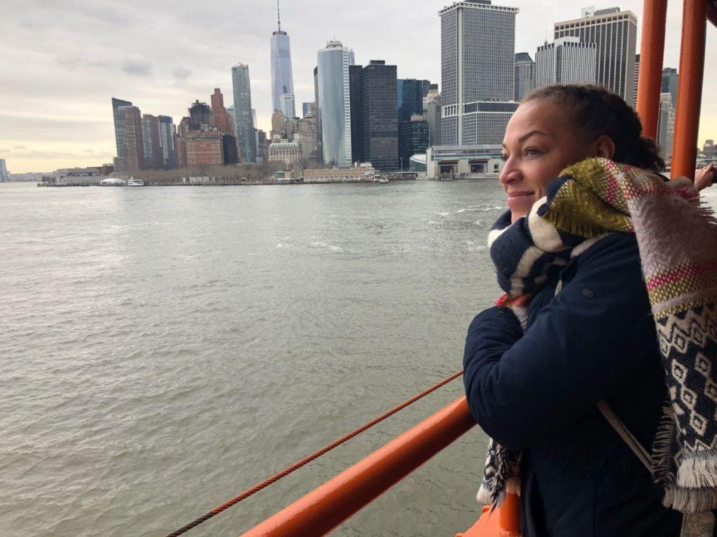 Mit Der Staten Island Ferry Richtung Manhattan