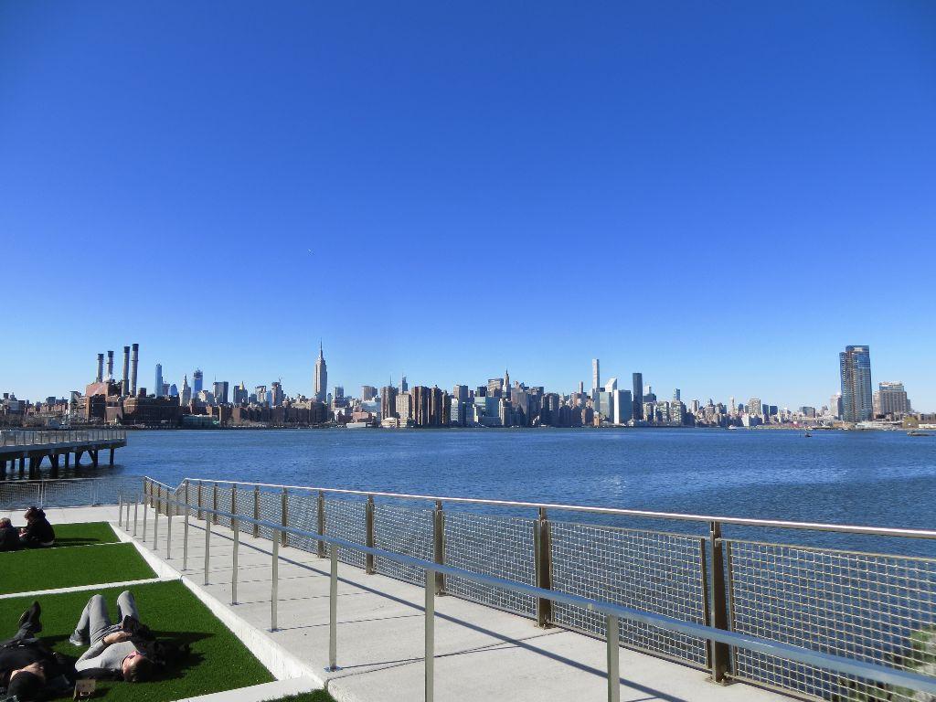 Kaiserwetter Genießen In Williamsburg, Mit Blick Auf Manhattan